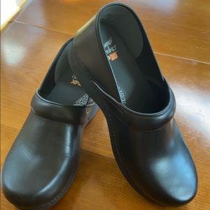 Black Dansko XP 2.0 Shoes